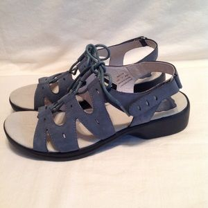 Propet women's casual leather sandal. NWOB